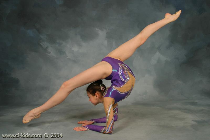 devochka-gimnastka-foto-erotika-18